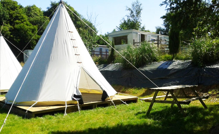 nuit insolite pour 4 dans un tipi en bretagne camping. Black Bedroom Furniture Sets. Home Design Ideas