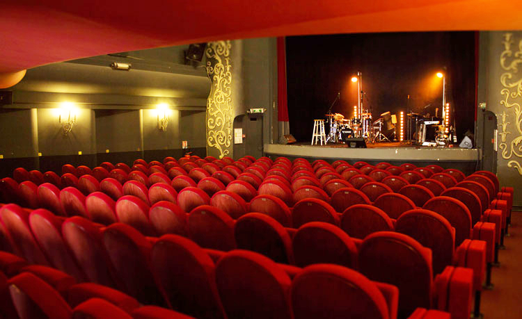 1 lot de 2 places pour 1 spectacle au trianon ou au caf th tre victoire bordeaux termin. Black Bedroom Furniture Sets. Home Design Ideas
